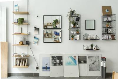 Découvrez le concept store We Are Paris, un espace imaginé par Céline Mangiardi, qui met en avant l'artisanat et le circuit très court au travers d'accessoires, objets de décoration et cosmétiques made in Paris.