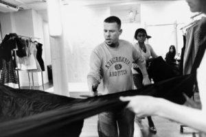 Découvrez McQueen, le documentaire sur la vie et l'œuvre du créateur britannique Alexander McQueen